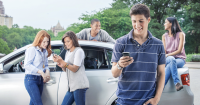 Helpful Ways to Talk to Your Teen About Distracted Driving